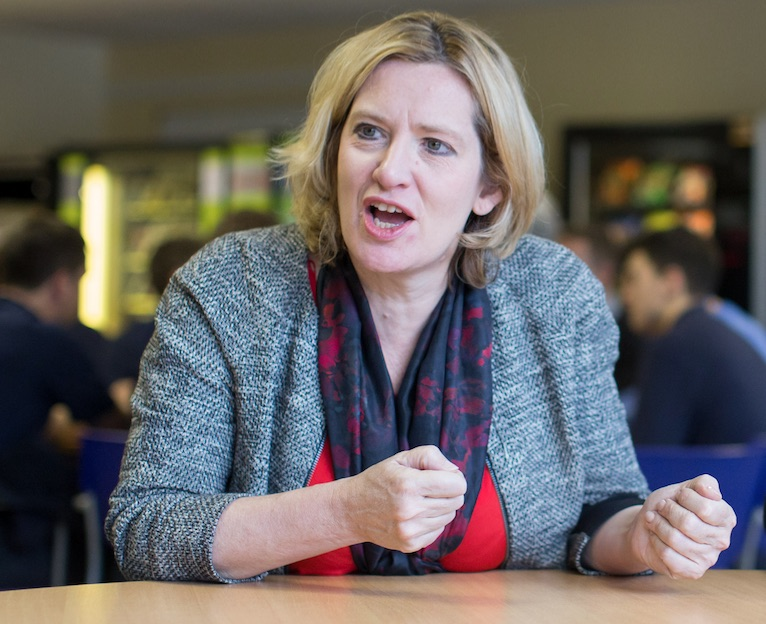 Rudd delays universal credit roll out