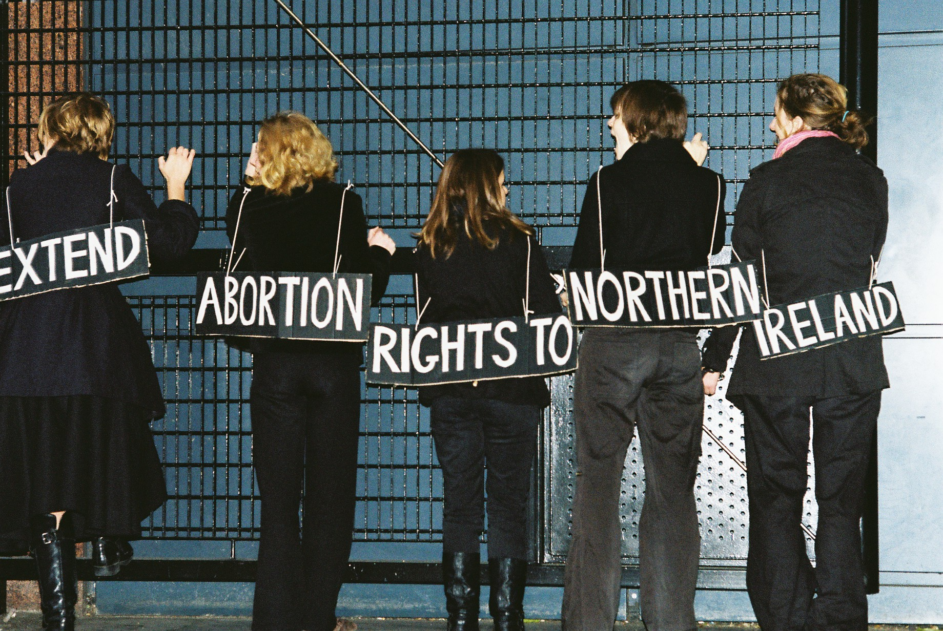 Demonstrators chaining themselves to Department of Health to ensure extension of Abortion Rights to Northern Ireland (feministfightback.org.uk)